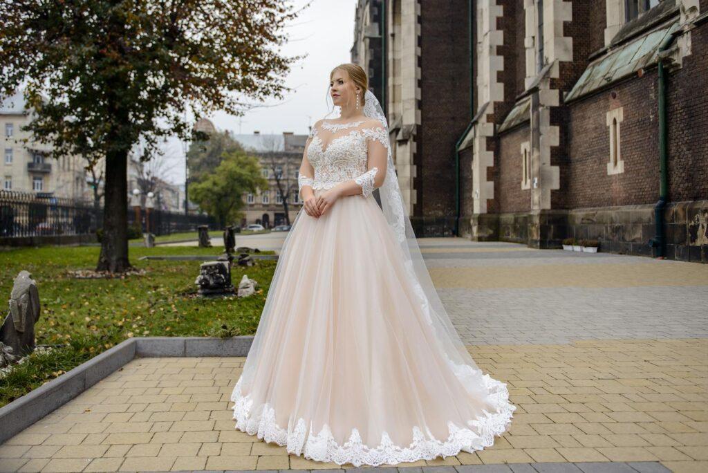 Где найти самые лучшие свадебные платья больших размеров?